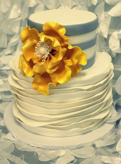 Yellow flower design cake