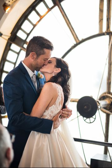 A fateful kiss at the Clock Tower. Photo by Photography by Jewels.