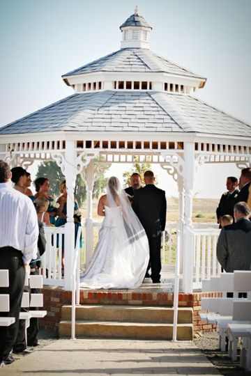 Colorado offers so many unique and beautiful settings for a perfect wedding ceremony.  Let me help...