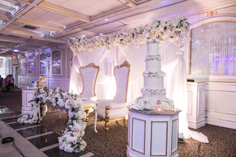 Head Table by Dahlia Florals