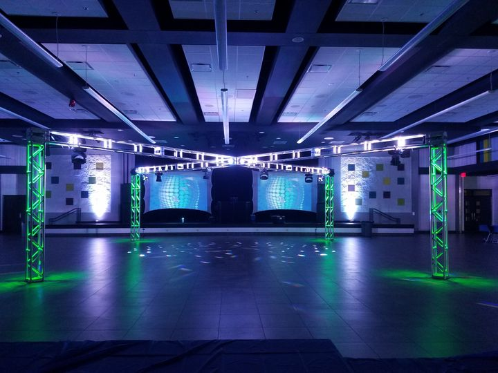 40ft x tuss with video screens