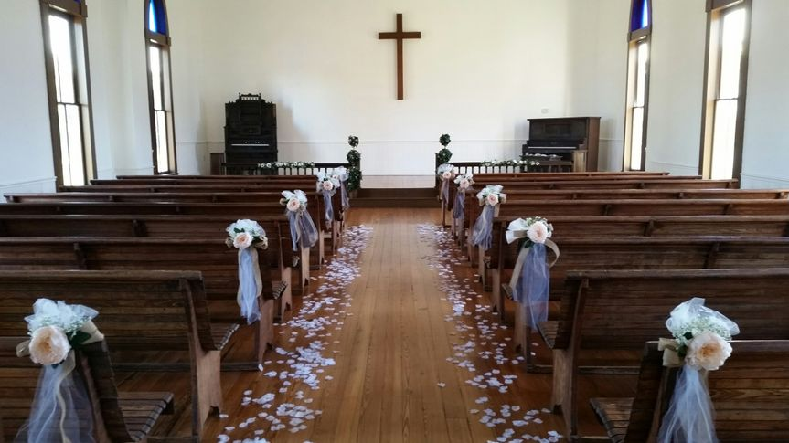An example of church wedding decorations