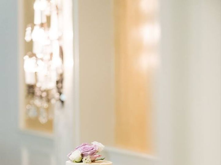 Tmx 40855302 10217523767908347 3294857923171188736 N 51 915326 Seattle, Washington wedding cake