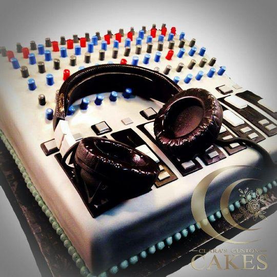 DJ equipment cake