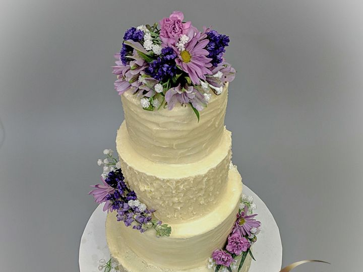 Tmx 1520649859 891ed5b1f8acc12c 1520649857 9d2d6dbff924179f 1520649853255 2 LogoLicious 201802 Douglassville, PA wedding cake