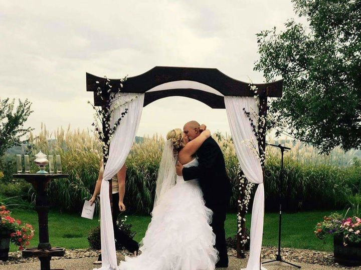 Tmx 1530822526 3c6fdf0af657a55f 1530822525 4971ddaa47629427 1530822524401 1 Wooden Arch Wcoupl Onalaska, WI wedding venue