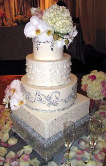 divine cakes wedding cake roseville ca weddingwire. Black Bedroom Furniture Sets. Home Design Ideas