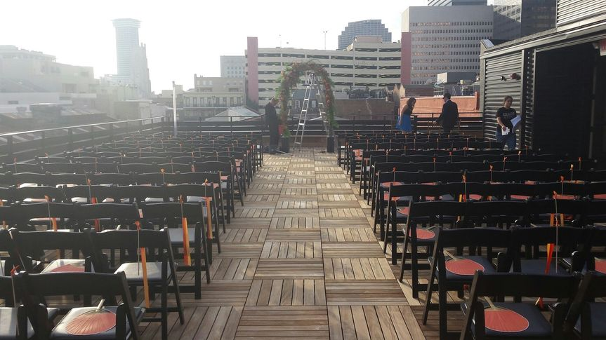 800x800 1429289091573 rooftop ceremony setup