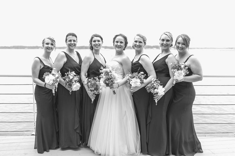 Bride photo with bridesmaids