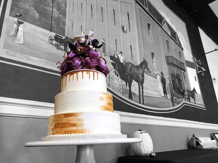Elegant and modern metallic cake