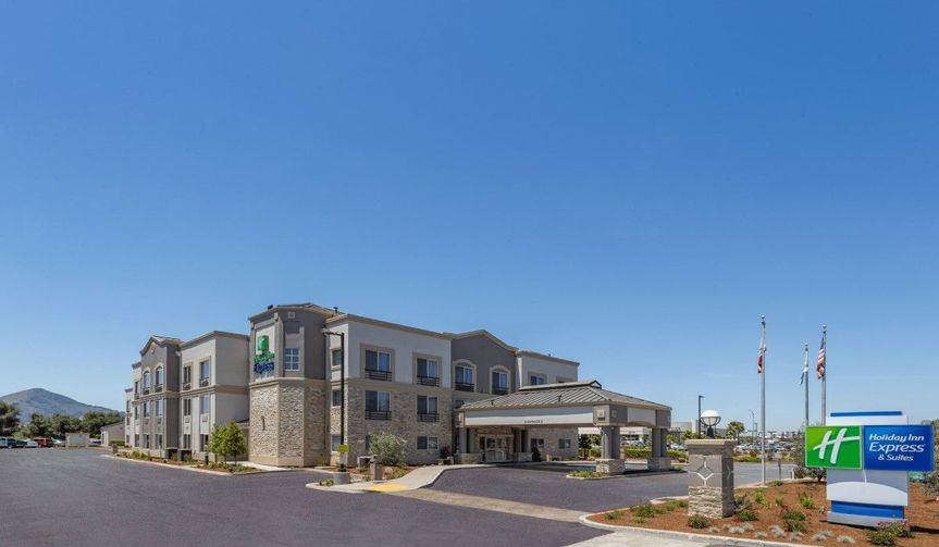 Exterior view of the Holiday Inn Express & Suites San Jose-Morgan Hill