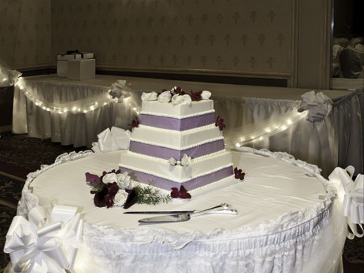 Tmx 1498591220203 Holidayinncaketable298 Lo Res Portland wedding venue
