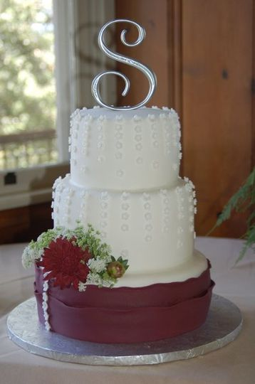 Queen Anne's Lace Cake Wrapped in Fondant Ribbon