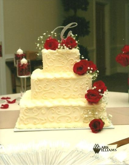 Roses on the wedding cake