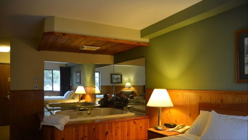 King jacuzzi suite