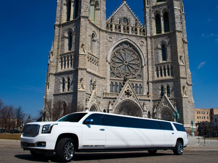 Tmx Yukon Xlt Stretch 003 51 933926 1557809006 Elizabeth, New Jersey wedding transportation