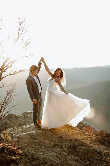 Couple dancing - Hannah Lee Photography