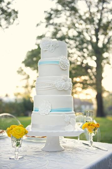 Wedding cake with blue notes