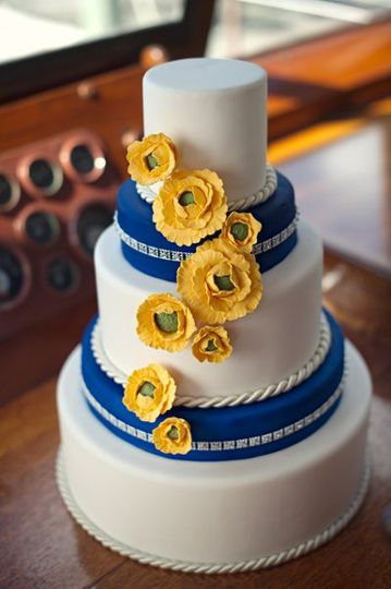White and blue wedding cake with yellow flowers