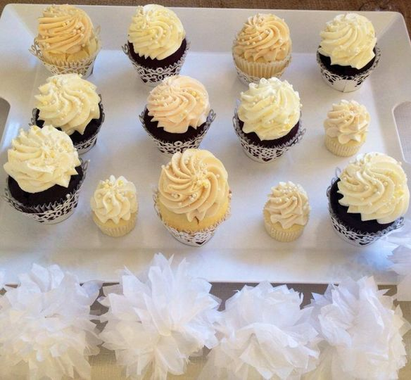"""Some guests want a regular-sized gourmet cupcakes. Others """"just a bite"""" with our minis. Offer them..."""