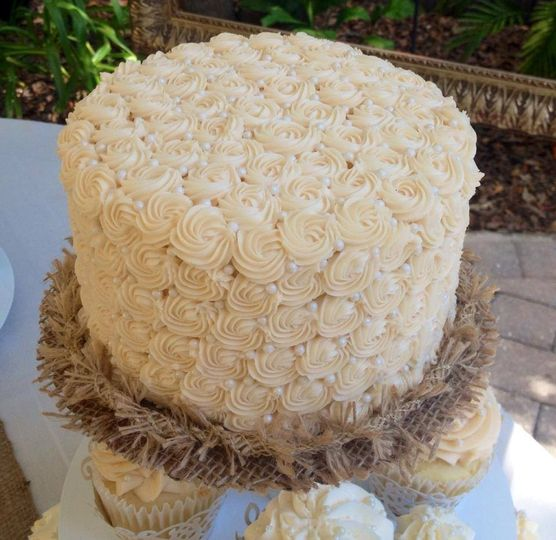 Looking just like wedding dress fabric, our cakes can be covered in flowers.
