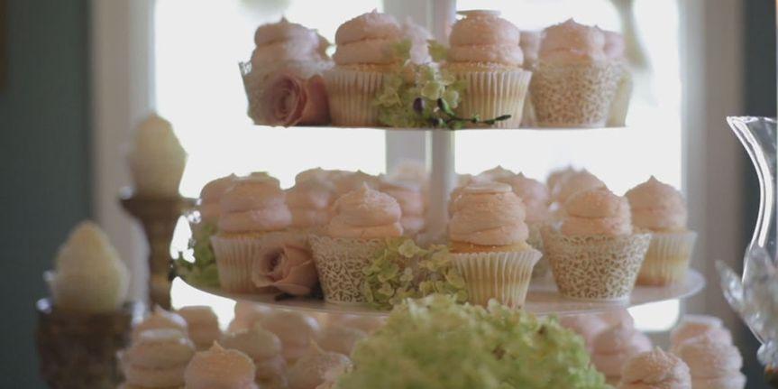 21510a1cb361a6dc gigis weddings display with hydrangias