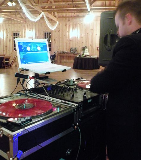 formal dj kizra spinning at weddin