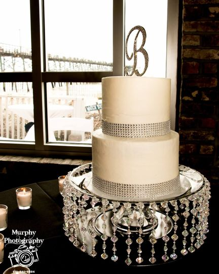 Simply elegant cake table!