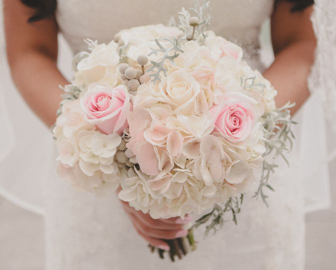 White bouquet with pink notes