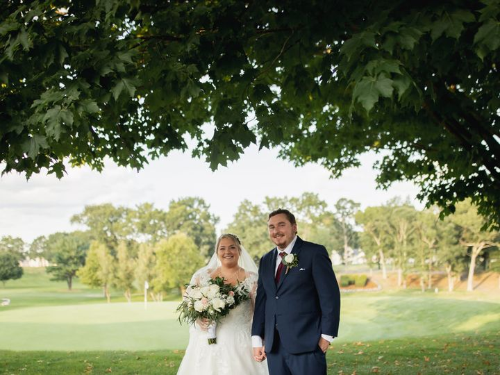 Tmx Couple Under Tree 51 127236 160493782654425 Sutton, MA wedding venue