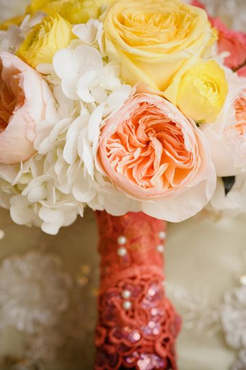 800x800 1413908185967 calgary boutique florist bridal bouquet with peach