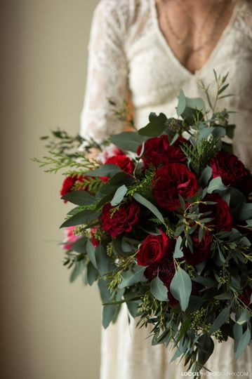 Bride with red bouquet | Lockie Photography