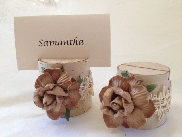Beautiful mocha latte rose with a natural jute wrap makes this a lovely choice for your rustic or...
