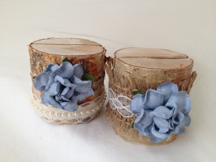 These remind me of the clear blue sky. So lovely, and what a wonderful addition to your wedding....
