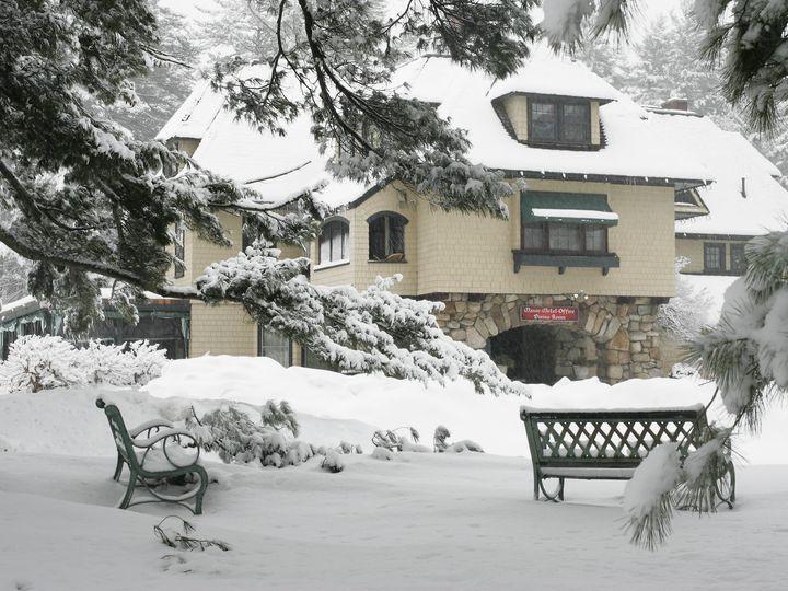 Tmx 05 0312 9189 Exterior Winter Snow Bench 2048x1536 S 51 67336 1569260721 North Conway, NH wedding venue