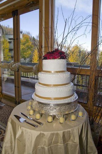 Fall foliage in Beaver Creek along with a beautiful wedding cake!