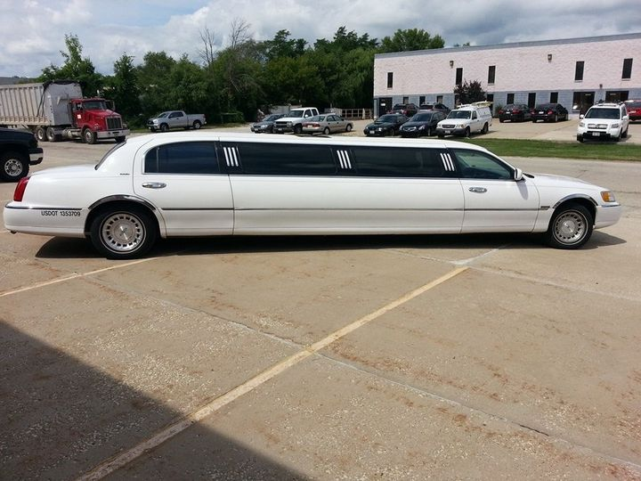 Tmx 1456519875154 10641150102022083280820172126344224576680901n Milwaukee wedding transportation