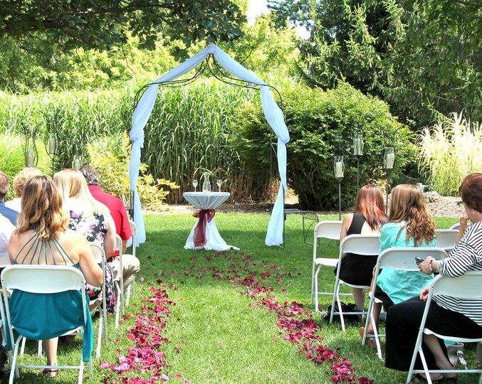 Outdoor wedding crmony