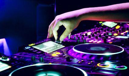 Mark Kerr Entertainment DJ & Emcee Services 1