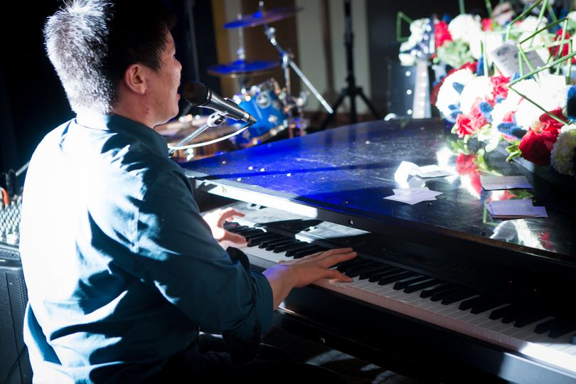 Singing while playing the piano