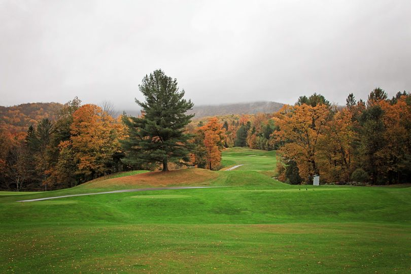 Located adjacent to the rolling hills of Green Mountain National Golf Course