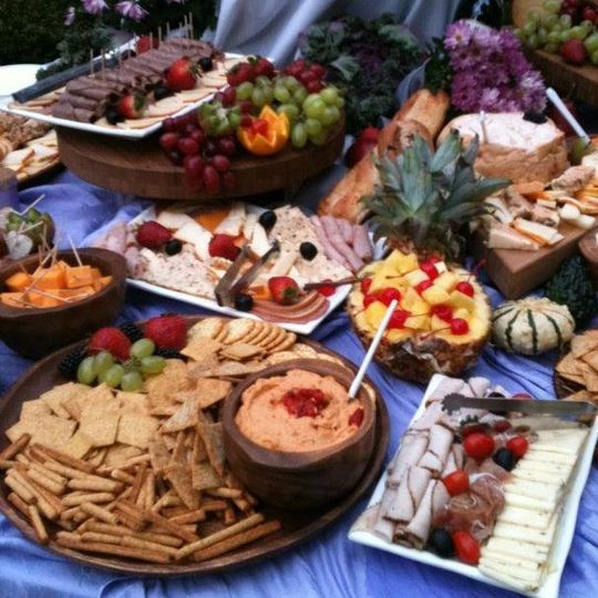 Crackers, cheese and fruits