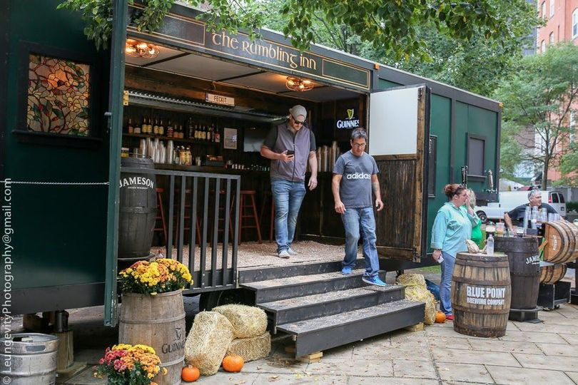 Bring a rambling touch of Irish Hospitality with the Rambling Inn Mobile Irish Bar.