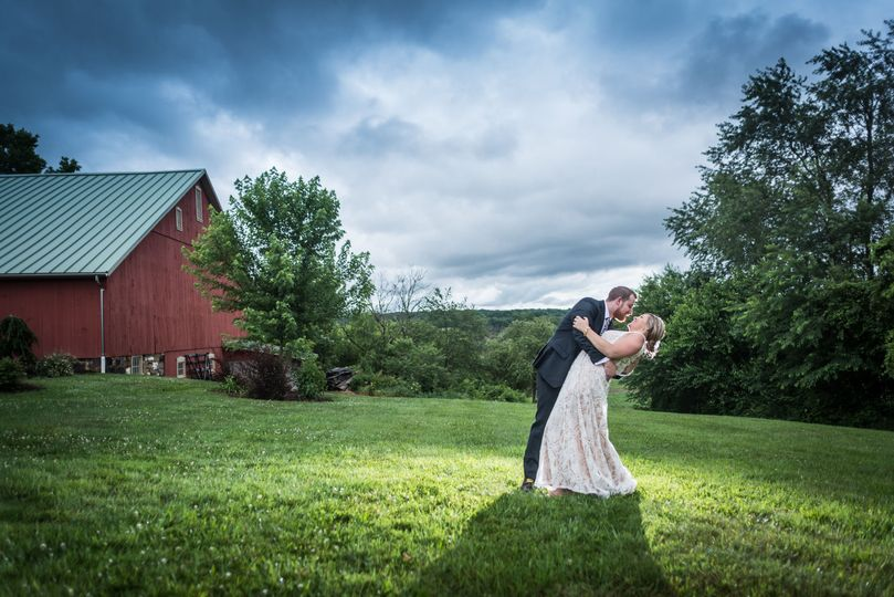 Jacquie and Maxx had a stunning evening at the Gish Barn.