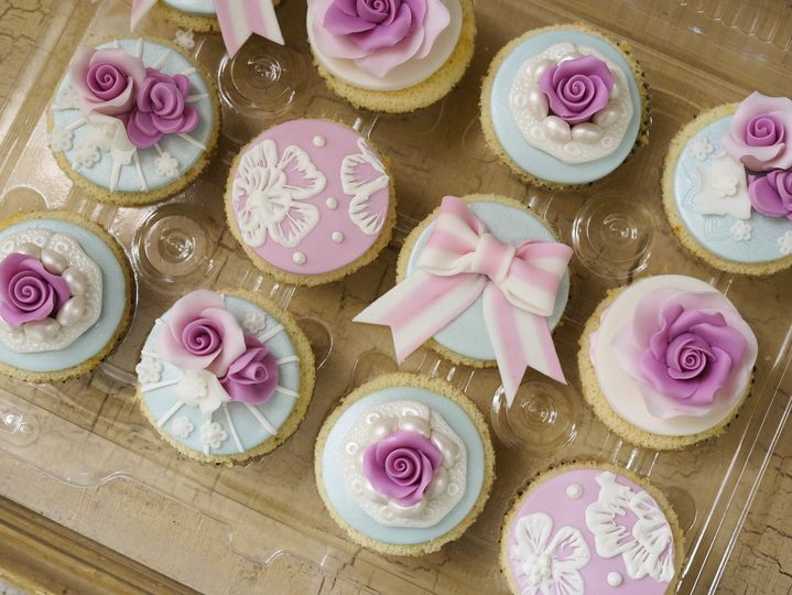 Cupcakes with designs