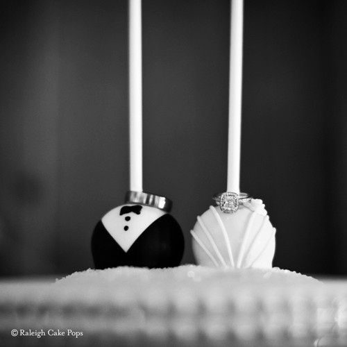 bride and groom cake pops 2