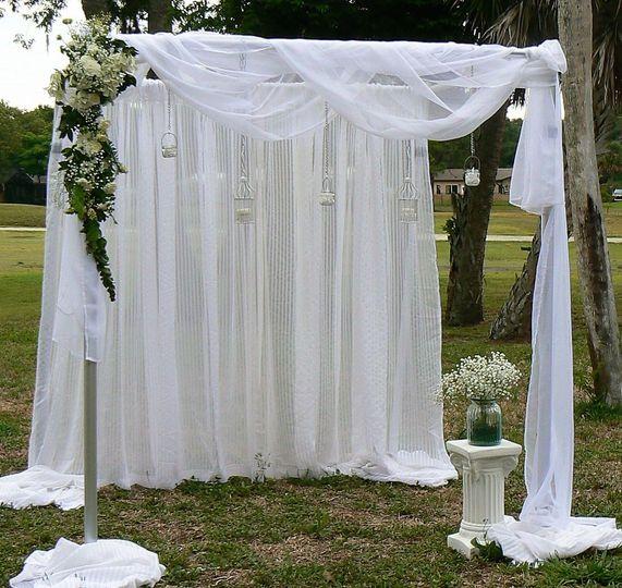 Arc with veil