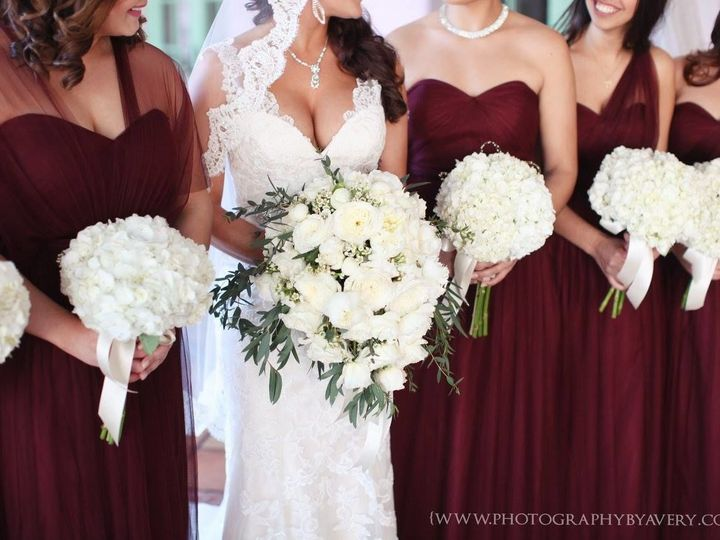 Tmx 1531850693 5bd16337b895fa4f 1531850692 E443e3a409735dbe 1531850692016 2 Bridal Party White Tampa wedding florist