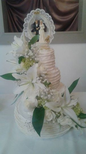 ruffles with fresh flowers and grandparents topper