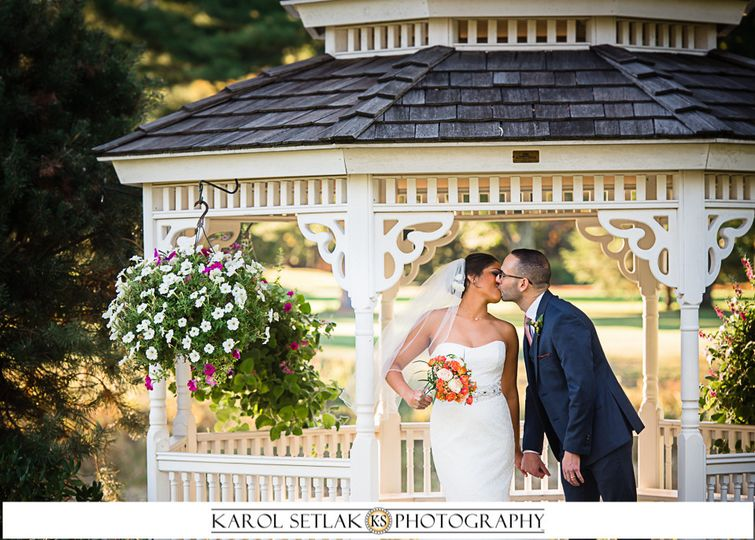 Kiss in the gazebo